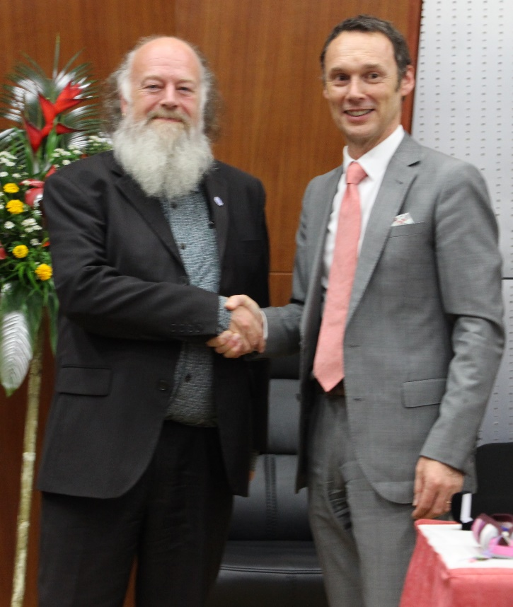 One of the 2018 ICA Fellows (Jonathan Rhys-Lewis) with the ICA President (Mr David Fricker) at the Yaoundé General Assembly 26 November 2018